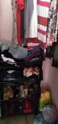 Vendas de roupas e cesto manequim