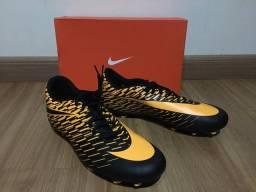 Chuteira Nike e Society Penalty