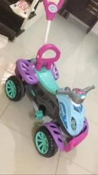 Carrinho infantil Quadriciclo