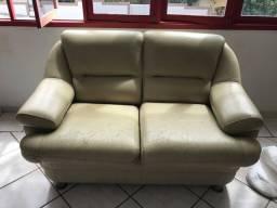 Conjunto de sofá em couro (VALOR NEGOCIÁVEL)