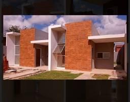 Casa plana, 3 dormitórios, com fino acabamento.