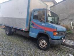 Caminhão Mercedes 3/4 912