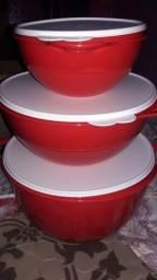 Um kit da tupperware