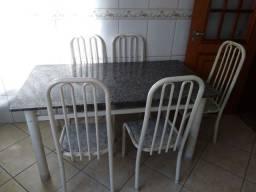 Vendo mesa de granito com ferro tamanho 2 metros de comprimento por 1 metrô de largura