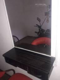Cadeira de barbeiro é bancada de barbeiro