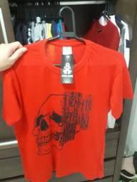 Camisa estampa caveira cor vermelha