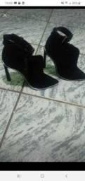 Sapato de couro schutz