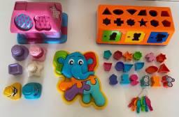 Lote de brinquedos de encaixe