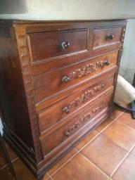 Cômoda antiga - madeira maciça 500,00