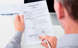 Currículos elaborados e revisados segundo norma ABNT