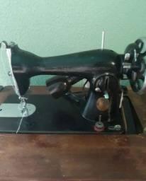 Vende se máquina de costura reta