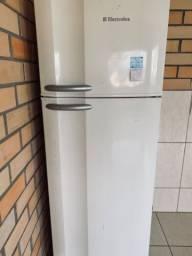 Vendo geladeira eletrolux! Leia com atenção o anúncio!