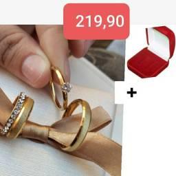 Promoção lindas alianças noivado e casamento banhadas a ouro 18 k + um estojo Brinde