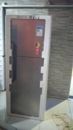 Refrigerador Eletrolux 431 L nova , na embalagem