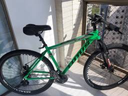 Vendo  MOUNTAIN BIKE  seme nova.