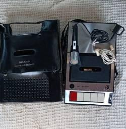 Gravador cassete funcionando Sharp