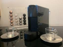 Máquina Nespresso Essenza 220V - Seminova