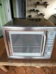 Um forno industrial a gas inox