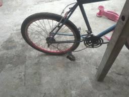 Bicicleta usada mais e top  tem que arrumar macaquinho e uma freio