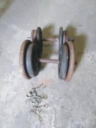 Vendo 58 kilos de anilhas de ferro, 2 barras de 40 cm oca e uma barra de 1,20 cm oca