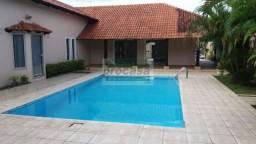 Casa com piscina - Parque 10 de Novembro - R$ 5.000,00 - com 4 Quartos