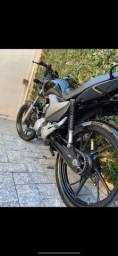 Vendo  rodas pe de galinha originais honda ou troco rodas raiadas freio a disco com volta