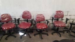 Lote de cadeiras executivas semi-novas pretas e vermelhas