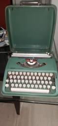 maquina de escrever olivetti 82 semi nova. tudo ok