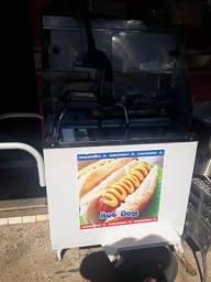 Carrinho de hot dog e pastel
