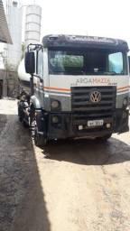Caminhão betoneira - 8m 2013