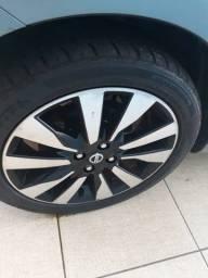 Jogo de roda com pneu aro 17, em ótimas condições