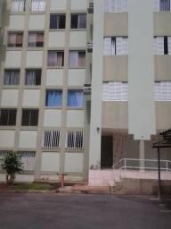 """""""Apto 3/4 1.100,00 c/ condomínio atrás do Shopping Pantanal-portaria-gás."""