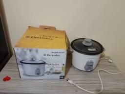Panela elétrica Electrolux seminova na caixa 1/4 L