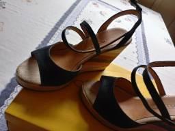 Sandália preta em couro ana bela