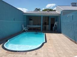 Casa com piscina em Matinhos há 100 mts do mar