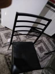 Mesa 4 cadeiras de ferro (preço negociável)passamos cartão  com o juros da maquininha ...