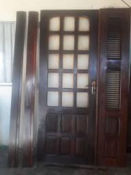 Porta de veneziana e vídro aceito cartao