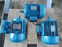 Vendo 03 motores trifásicos 1 cv, 1.5 cv, 2 cv valor dos 03 410.00