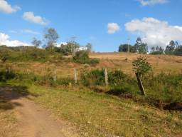 Chácara de 5.000m² na região de Lomba Grande, possui vertente para açude.