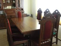 Sala de jantar colonial em madeira