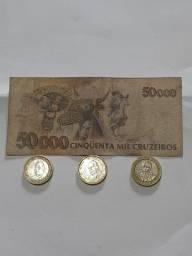 vendo uma nota antiga de cinquenta mil cruzeiros e 3 moedas 2 espanhola e 1 chilena