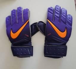 Luva de goleiro marca Nike