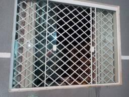Vendo janela grades e porta