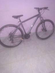 Linda e muito boa bicicleta novinha