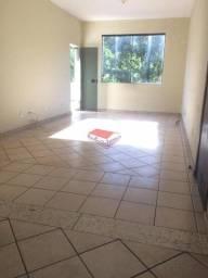 Apartamento com varanda e 3 quartos, para locar no bairro Timotinho