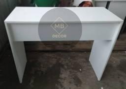 Mesa com uma gaveta