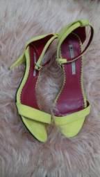 Sandália Sapatinho de luxo.