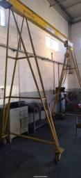 Portico com talha manual de 3 toneladas.
