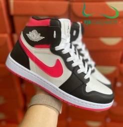 Botinha Nike Air Jordan preto/rosa (PROMOÇÃO)