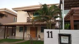 Casa em Buraquinho com área gourmet e dependência